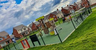 What are RoSPA playground fencing standards?